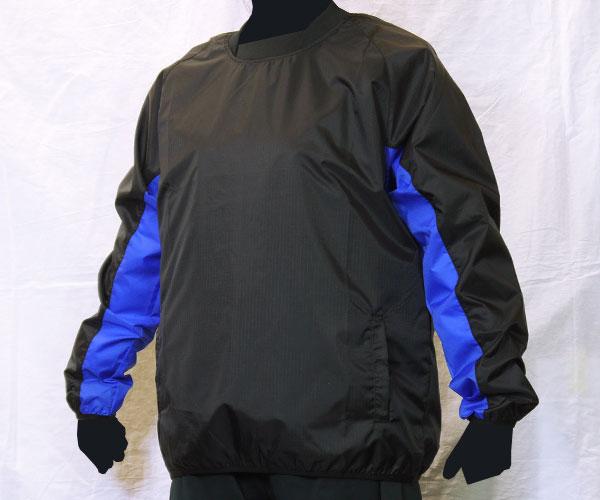 袖下部の生地をボディとは別の色に切り替えた黒のサッカー用ピステ